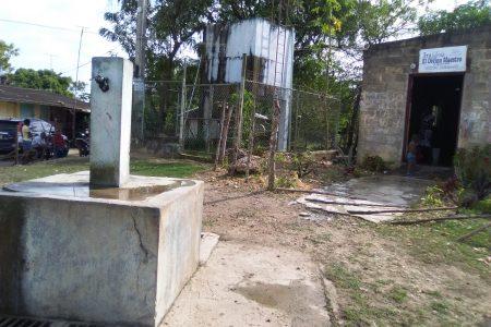 La antigua estructura para llevar agua potable a los hogares de esta comunidad era insuficiente y estaba en mal estado