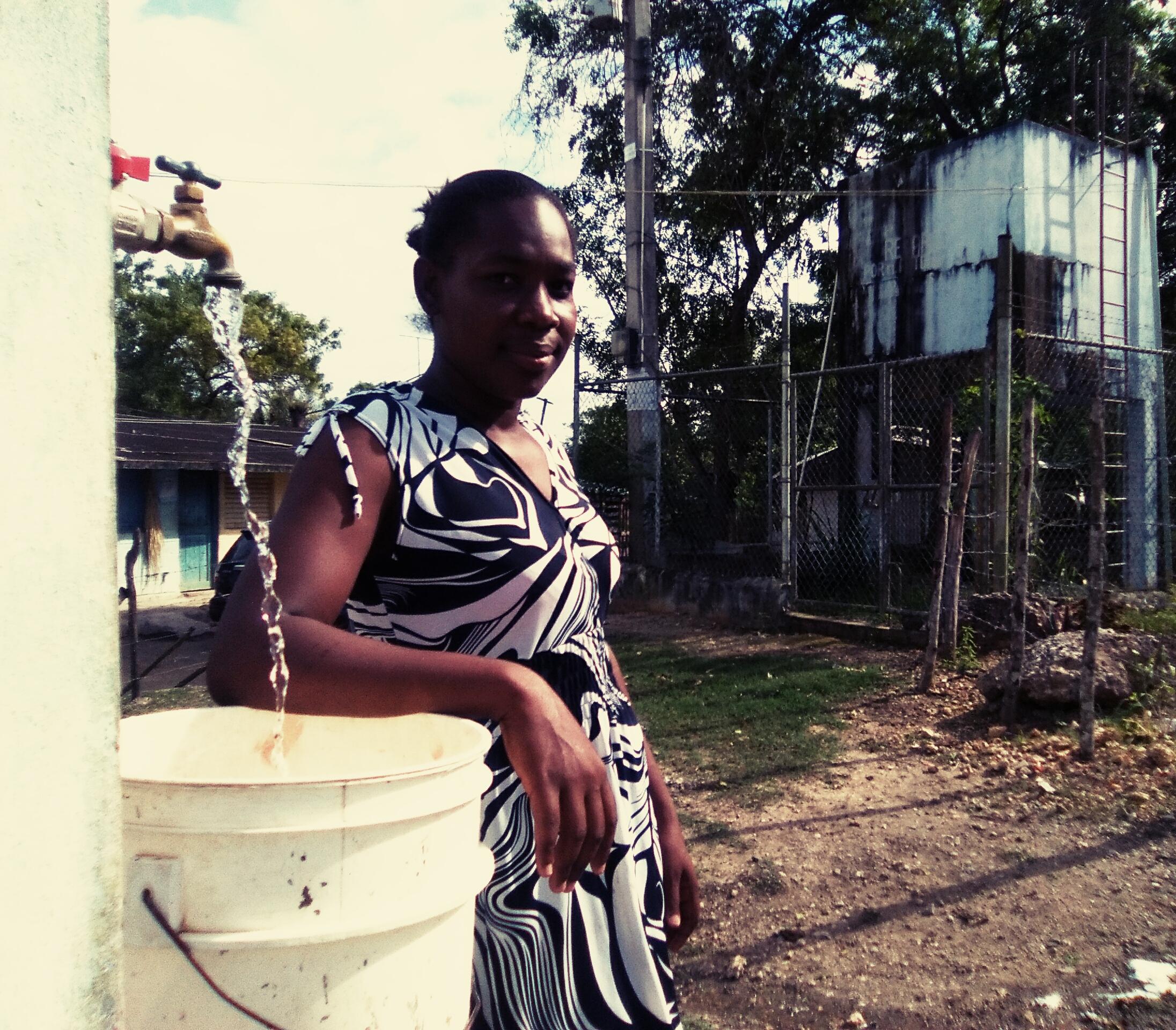La antigua estructura para llevar agua a los hogares de esta comunidad era insuficiente y estaba en mal estado